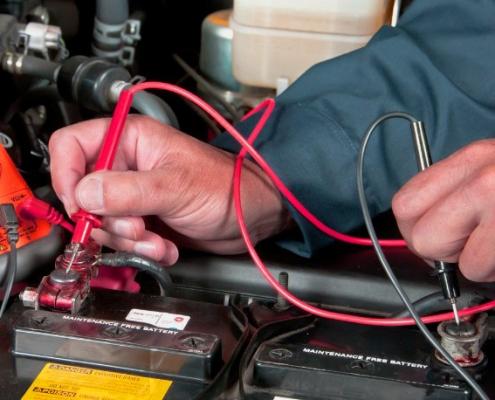 Como manusear corretamente uma bateria na armazenagem