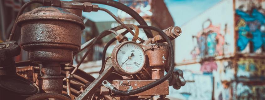Zinabre? Como saber a hora de trocar os polos da bateria automotiva?